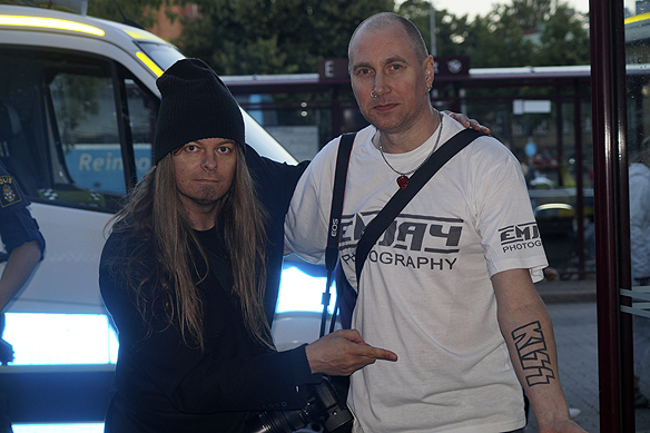 Joo, du gissa rätt. Peter Ahlborg och Mikael Johansson älskar rockgruppen Kiss. Här träffas de under ett möte på Fallens Dagar den 16 juli 2016. Foto: Privat