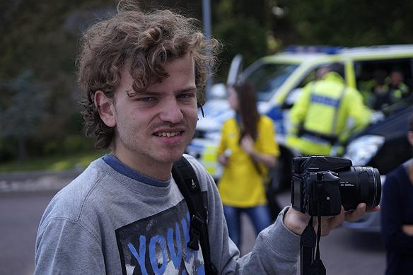 Min gode vän och fotografen Charlie Källberg är med och bevakar där det skrivs historia. Foto: Peter Ahlborg